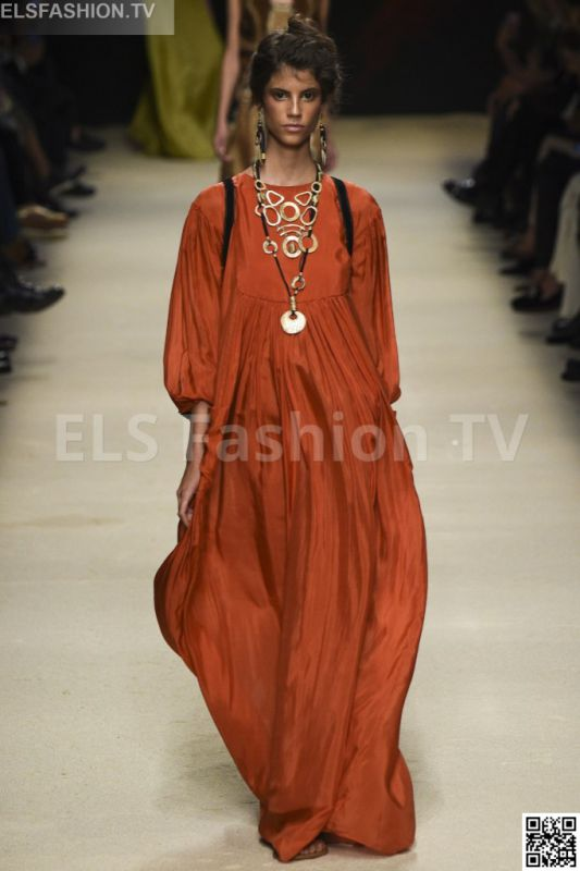 Alberta Ferretti SS 2016 MFW access to view full gallery. #Albertaferretti #MFW15